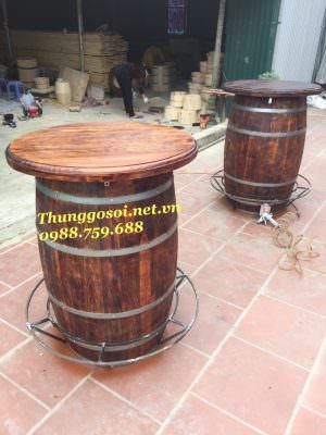 thùng gỗ làm bàn rượu