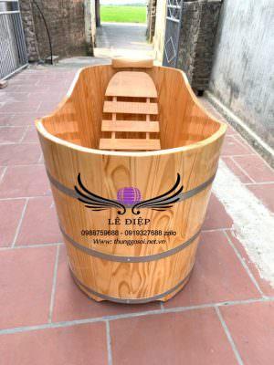 bồn tắm bằng gỗ cho 1 người lớn sử dụng