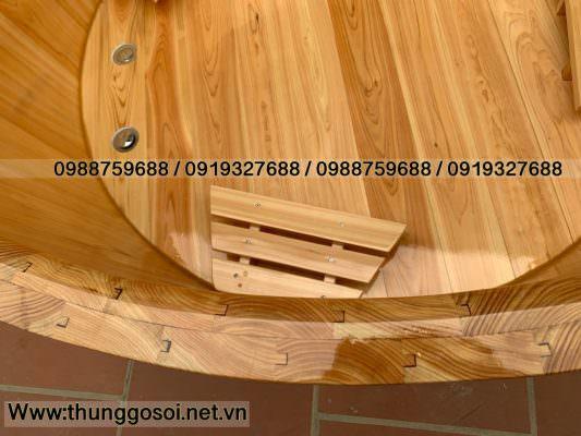 bồn bằng gỗ pơ mu ghép mộng âm dương giữa các thanh gỗ chống co ngót rò rỉ.