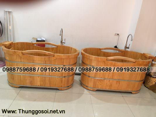 bồn tắm bằng gỗ được chuyển giao cho khách hàng