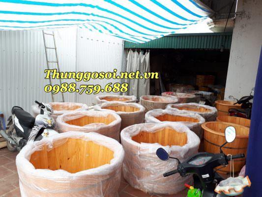 Bồn tắm gỗ được đóng gói tại xưởng