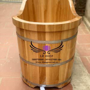 bồn tắm bằng gỗ sồi có độ bền cao.