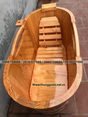 bồn tắm bằng gỗ thông có phụ kiện gối đầu và ghế