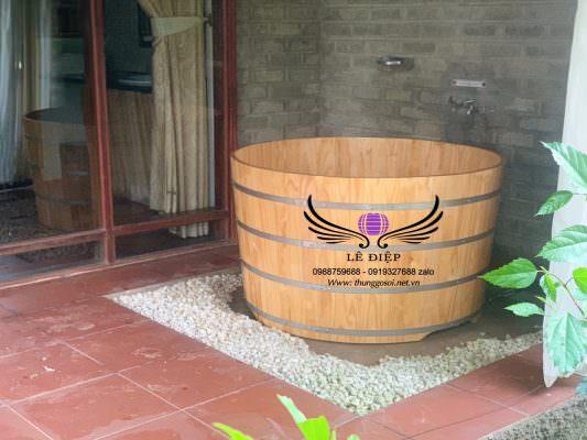 bồn tắm gỗ cho 1 phòng ở resort