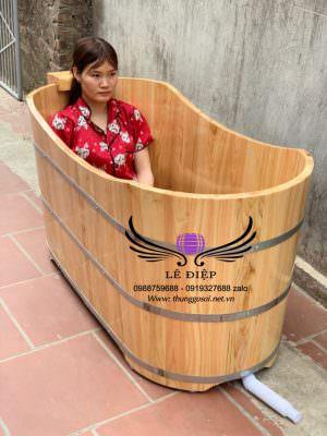 bồn tắm bằng gỗ pơ mu sử dụng cho 1 người lớn.