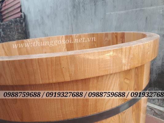 Bồn gỗ được bo viền 2 lớp dày 6cm và ghép nối âm dương rất chắc chắn