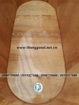Hệ thống van xả innox thuận tiện khi sử dụngthùng gỗ.