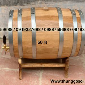 thùng rượu bằng gỗ sồi