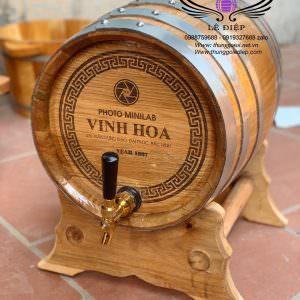 thùng gỗ sồi khắc mặt