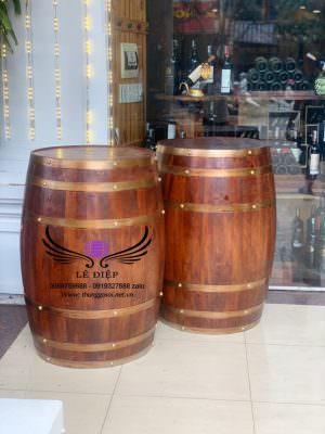 thùng gỗ dùng để trưng bày trước mặt tiền