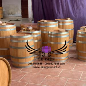thùng ngâm rượu bằng gỗ sồi