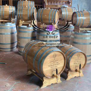 thùng rượu gỗ sồi đựng trực tiếp