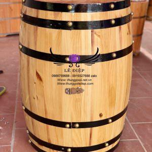 thùng rượu làm bàn