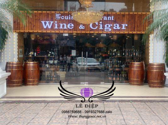 thùng rượu gỗ trưng bày nhà hàng rượu ở hà nội.