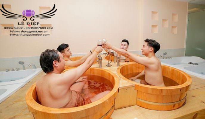 thùng tắm bằng gỗ được setup tại spa