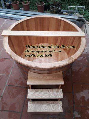 chậu tắm bằng gỗ thông