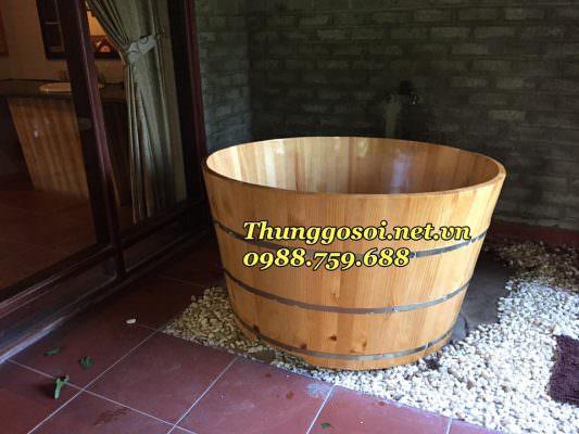 Phòng tắm sang trọng đẹp mắt với thùng tắm gỗ sồi