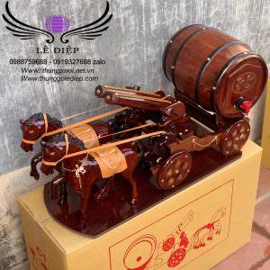 xe ngựa kéo bom rượu