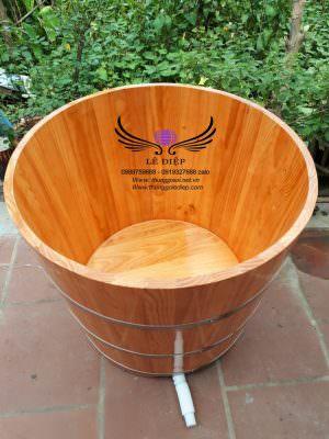 bồn tắm bằng gỗ thông tròn