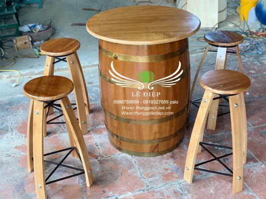 bàn ghế bằng thùng rượu