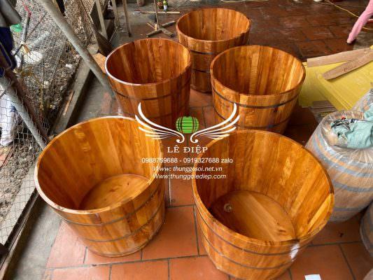 bồn tắm gỗ ngâm người