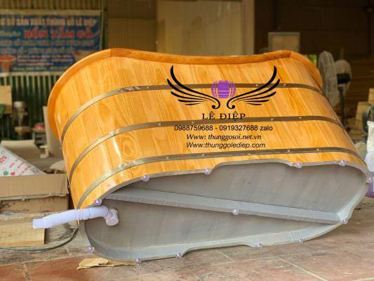 Đáy bồn gỗ được sơn dầu đại bàng cao cấp chống thấm.