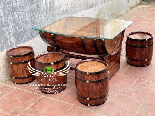 bàn thùng rượu trưng bày