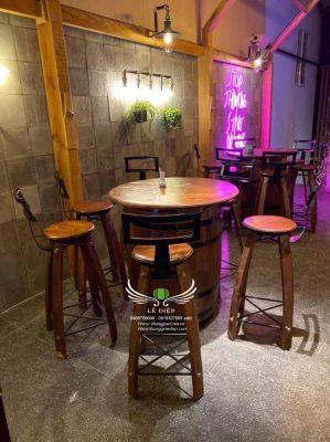 bàn gỗ quán bar