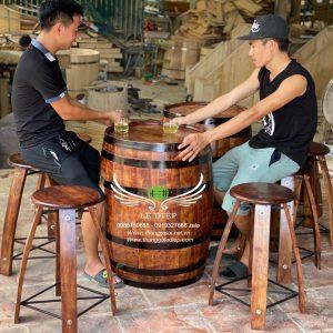 bàn trang trí quán bar