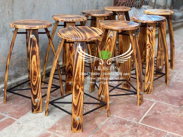 bàn ghế bằng gỗ