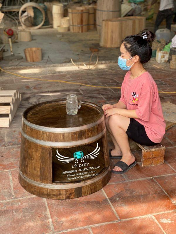 bàn thùng gỗ trang trí quán cafe