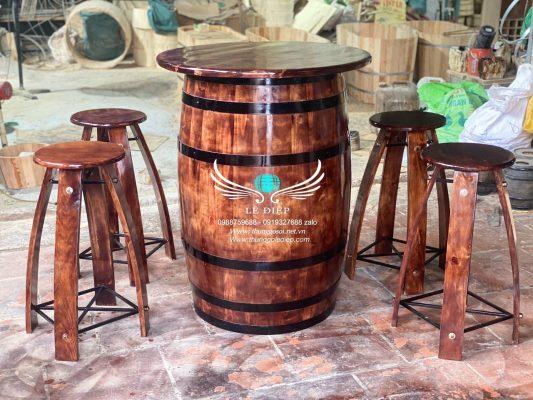 bàn thùng rượu trưng bày nhà hàng