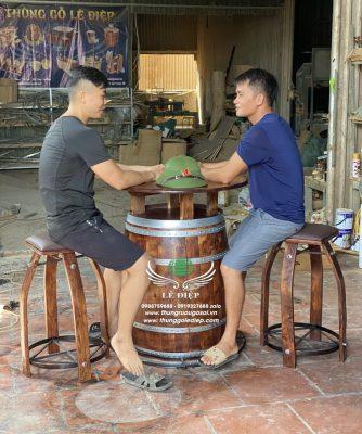 bàn ghế thùng gỗ trang trí hầm rượu