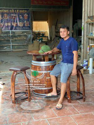 bàn thùng gỗ trang trí hầm rượu